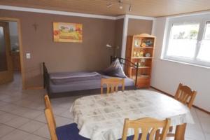 Essbereich mit Schlafgelegenheit | Ferienwohnung Ambiente am Europa-Park Rust
