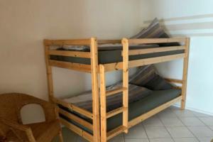 Schlafzimmer mit Doppel- & Etagenbett | Ferienwohnung Ambiente am Europa-Park Rust